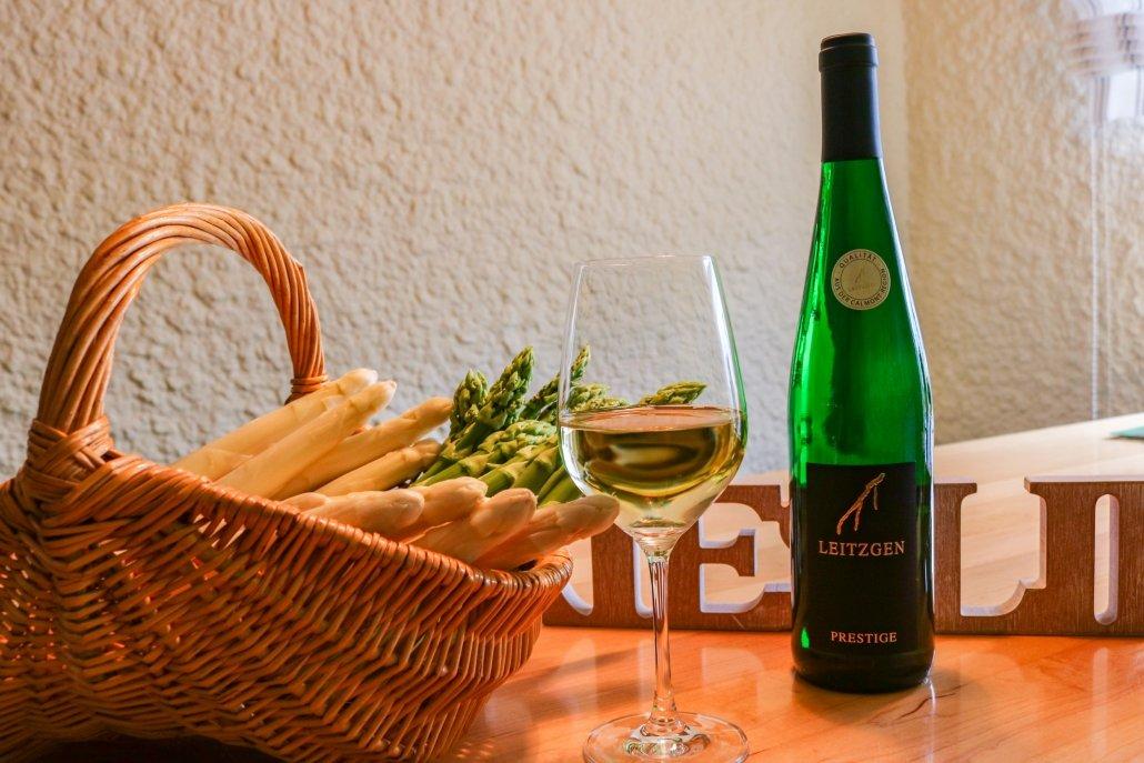 Wein und Spargel